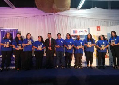 Claudio Flores Alvarez, Gerente de Asuntos Comunitarios Sustentabilidad de Codelco Distrito Norte. Entrega Premios mejores alumnos.